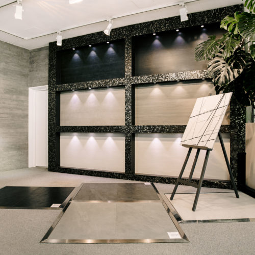 Fließen Hartlmaier Ausstellung Eingangsbereich