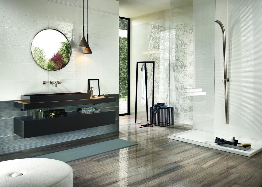 Nasszelle mit rustikalem Charme: Holzfliesen sorgen für einen modernen Stil im Badezimmer