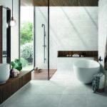 Wandfliesen kommen eher zur Verkleidung von Wänden in Nassräumen wie dem Bad zum Einsatz. Bodenfliesen hingegen sind universeller einsetzbar.