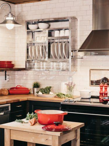 Fliesen und Feinsteinzeug für zweizeilige und mehrzeilige Küchen.